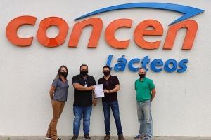A entrega da licença de operação à Concen pelo IAT: Maria Lúcia Matarezzi, Dirceu Abatti, Welison Silva e Mario Dassoler.